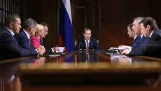 Председатель правительства РФ Дмитрий Медведев проводит совещание с вице-премьерами правительства РФ в резиденции Горки. 4 июля 2016