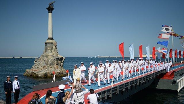 Моряки Черноморского флота во время празднования ВМФ России в Севастополе. Архивное фото