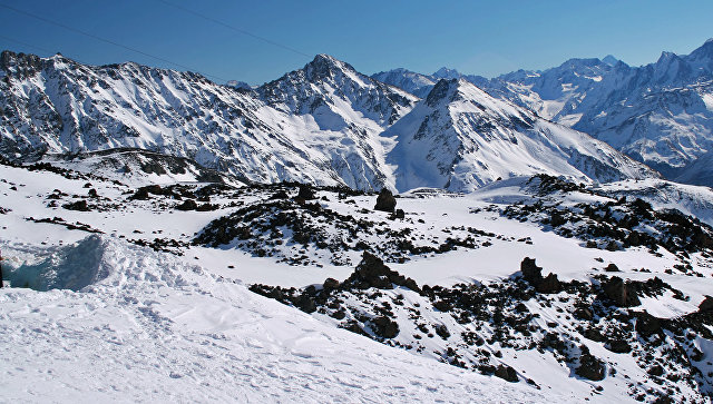 Во французских Пиренеях лавина накрыла лыжников