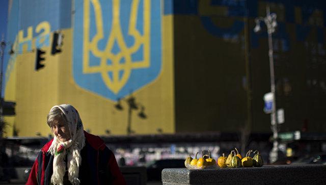 Жительница Украины продает овощи на Площади Независимости в Киеве. 2014 год