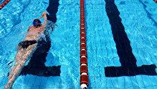 Пловец в бассейне. Архивное фото