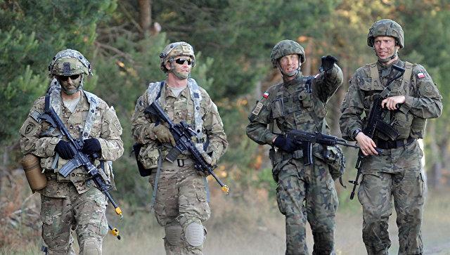 Солдаты польской армии и армии США во время учений НАТО. Архивное фото
