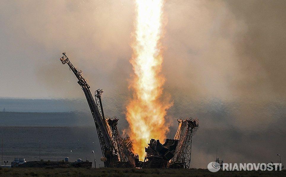 Старт ракеты-носителя Союз-ФГ с транспортным пилотируемым кораблем Союз МС с космодрома Байконур