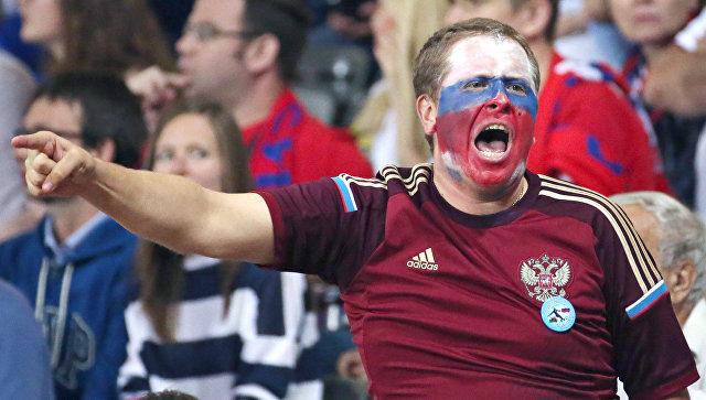 Российский болельщик во время матча Евро-2016 между сборными России и Уэльса. Архивное фото