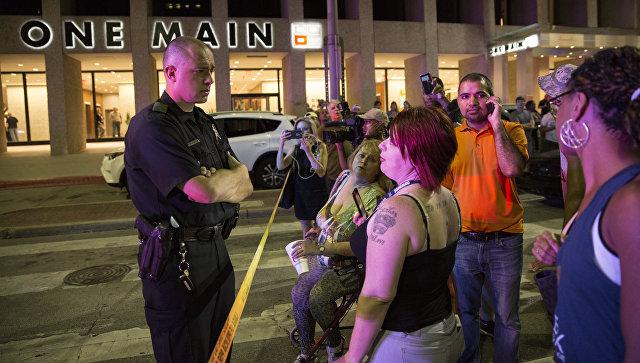 Шеф милиции Далласа, где убили 5 стражей порядка, увольняется