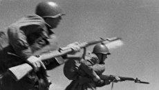 Солдаты Красной Армии идут в атаку. Архивное фото