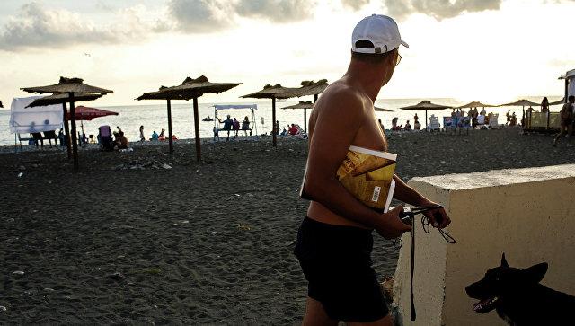 Городской пляж в Сочи. Архивное фото