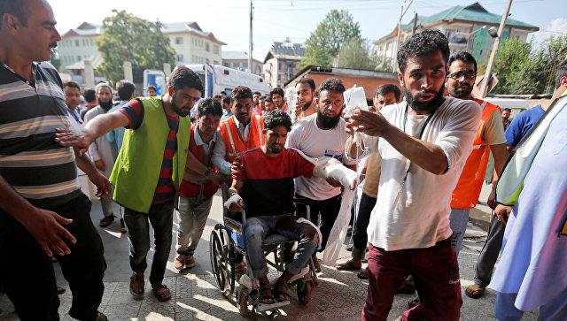 Впроцессе беспорядков вКашмире умер 31 человек, неменее 1300 ранены