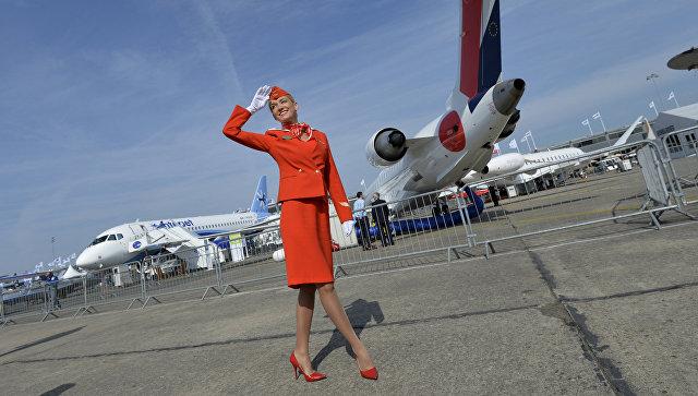 Бортпроводница авиакомпании Аэрофлот на Международном авиасалоне в Ле-Бурже. Архивное фото