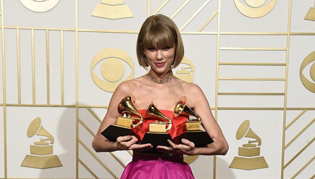 Певица Тейлор Свифт на 58-й премии Грэмми в Лос-Анджелесе