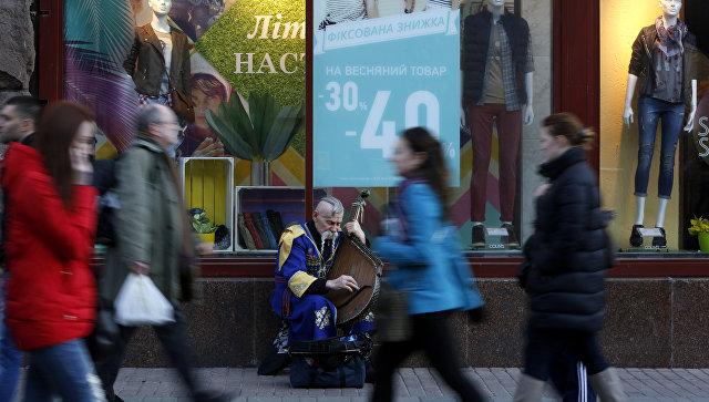Жители Киева в центральной части города, архивное фото