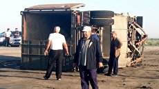 КамАЗ, столкнувшийся с пассажирским автобусом на федеральной автодороге Махачкала - Астрахань