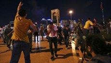 Разгон сторонников Эрдогана на площади Таксим. 16 июля 2016