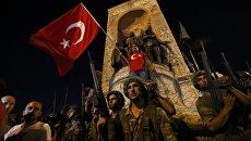 Militare in Piazza Taksim a Istanbul.  16 lug 2016