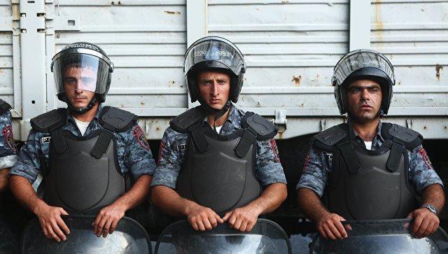 В Ереване освободили последних двух заложников-полицейских