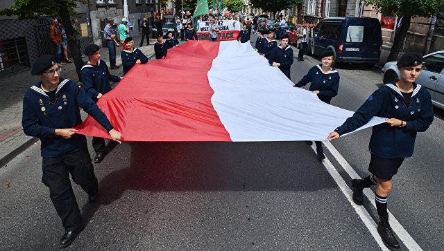 Участники марша памяти жертв Волынской резни в Пшемышле. Архивное фото