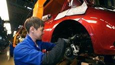 Сборочное производство на конвейере завода АвтоВАЗ. Архивное фото