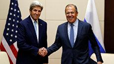 Министр иностранных дел РФ Сергей Лавров и госсекретарь США Джон Керри во время встречи в Лаосе. 26 июля 2016