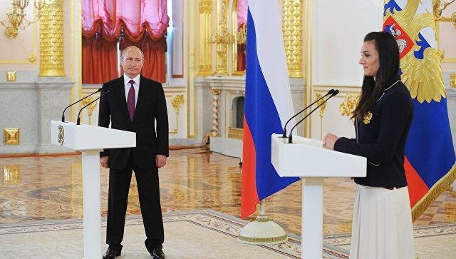 Исинбаева расплакалась на встрече с Владимиром Путиным в Кремле (видео)