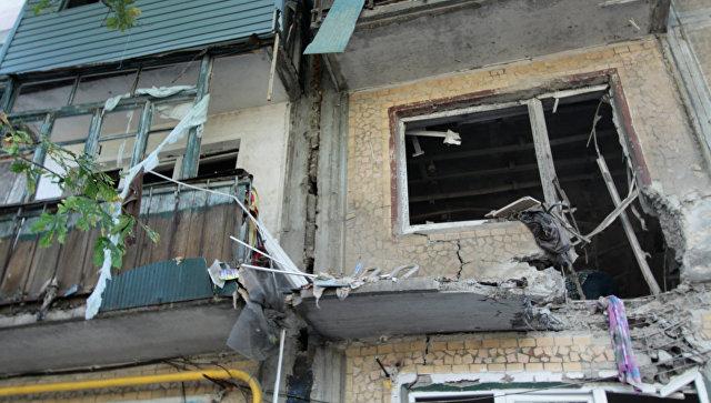 Пятиэтажный дом в Ясиноватой в Донбассе, пострадавший в результате обстрела города со стороны украинских силовиков