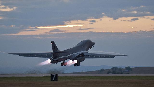 Стратегический бомбардировщик B-1B. Архивное фото