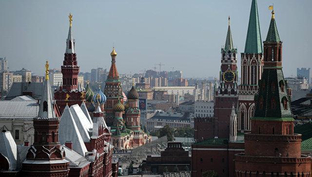Вид на Красную площадь с крыши отеля Ritz-Carlton в Москве. Архивное фото
