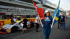 Грид-герлз перед стартом этапа гоночной серии Ferrari Challenge Coppa Shell и в рамках автошоу Ferrari Racing Days на Сочи Автодроме