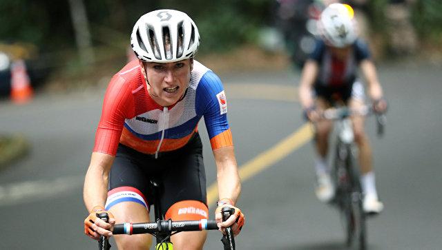 Голландская велосипедистка Аннемик ван Влютен во время групповой гонки на Олимпийских играх - 2016 в Рио-де-Жанейро. 7 августа 2016