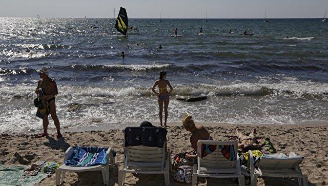 Отдыхающие на мысе Тарханкут в Крыму. Архивное фото