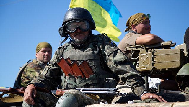 I soldati APU nei pressi Artemivsk, Donetsk region, Ucraina.  foto d'archivio