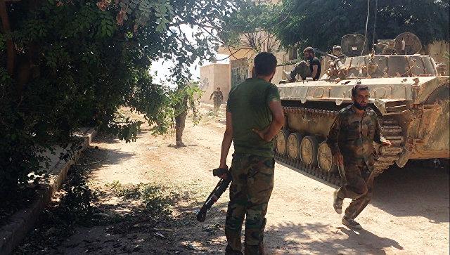 Сирийская армия при штурме военных училищ на юго-западе Алеппо. Архивное фото