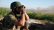 Бойцы ополчения ДНР на позиции у линии соприкосновения с ВСУ. Архивное фото