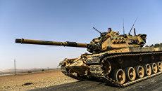 Турецкая бронетехника на границе с Сирией. Архивное фото