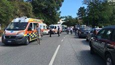 Машины Скорой помощи и полиции на одной из улиц города Аматриче. Архивное фото