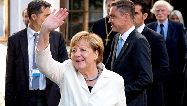 Земан: Германия пригласила беженцев, поэтому должна нести заних ответственность