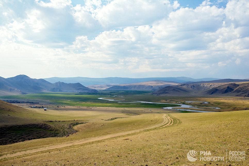 Долина реки Анга в Тажеранской степи - реликтовом природном комплексе на территории Иркутской области