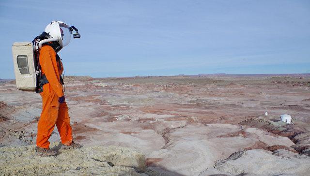 Участник эксперимента по имитации миссии на Марс на вулкане Мауна-Лоа на Гавайских островах. Архивное фото