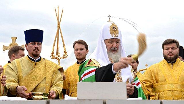 Митрополит Варсонофий сопровождает Святейшего Патриарха Кирилла впоездке вГорно-Алтайск
