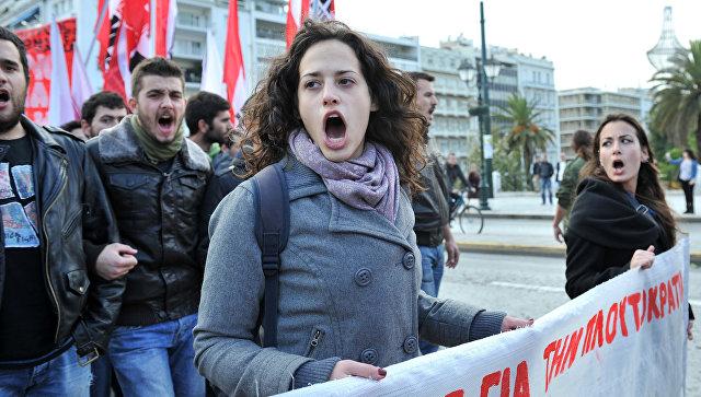 Студенческая демонстрация протеста против сокращения расходов на образование на площади Синтагма в Афинах