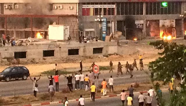 Беспорядки у здания штаба оппозиции после выборов в Габоне