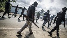 Полиция Габона во время беспорядков в Либервилле