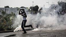 Участники столкновений с полицией после результатов президентских выборов в Габоне. Август 2016