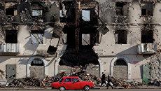 Разрушенное здание в Углегорске, Украина