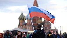 Жители Москвы на праздничном концерте в честь Дня России на Красной площади. Архивное фото