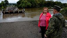 Переправа через реку в селе Кроуновка Приморского края после тайфуна Лайонрок. Архивное фото