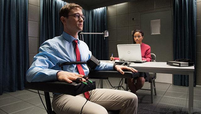 Сноуден снялся в«Сноудене»