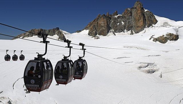 Туристы неожиданно провели ночь ввоздухе над Альпами