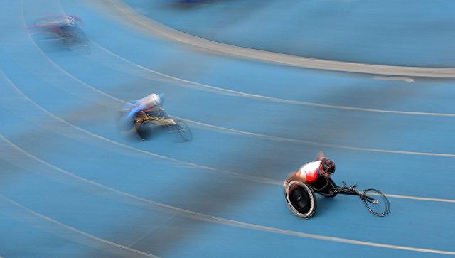Спортсмены-паралимпийцы на соревнованиях. Архивное фото