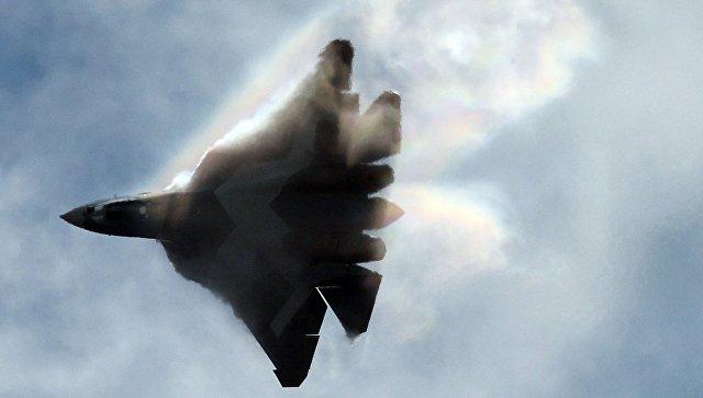 Самолет Т-50 во время выступления на Международном авиационно-космическом салоне МАКС. Архивное фото