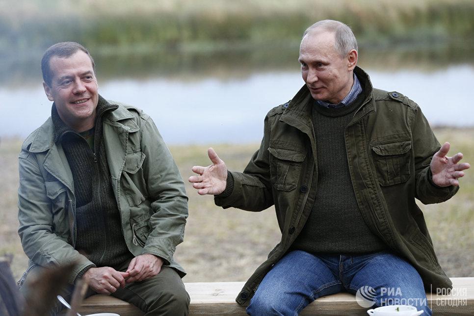 Президент РФ В. Путин и премьер-министр РФ Д.Медведев посетили остров Липно в Новгородской области